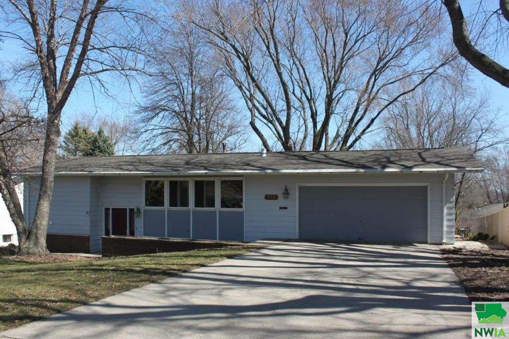 Property for sale at 536 3rd Ave Se, Sioux Center,  Iowa 51250