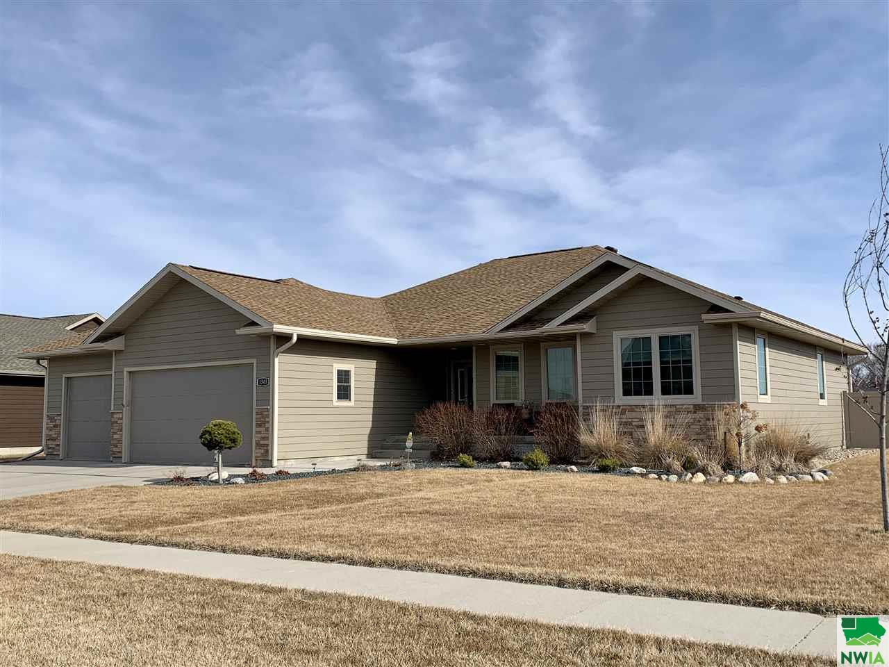 Property for sale at 1505 Rockwell Trail, Vermillion,  South Dakota 57069