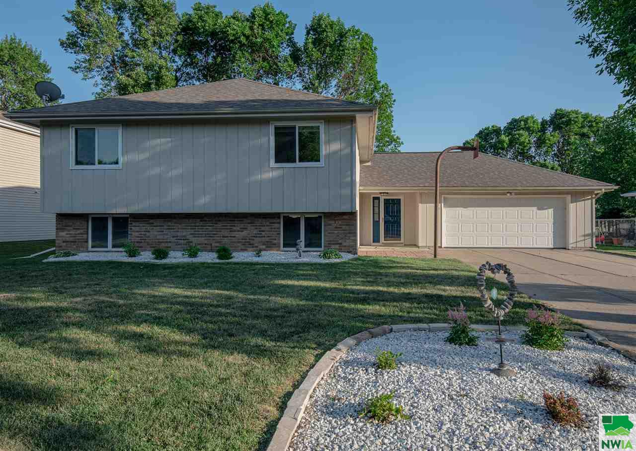 Property for sale at 204 Ruby Court, Sergeant Bluff,  Iowa 51054