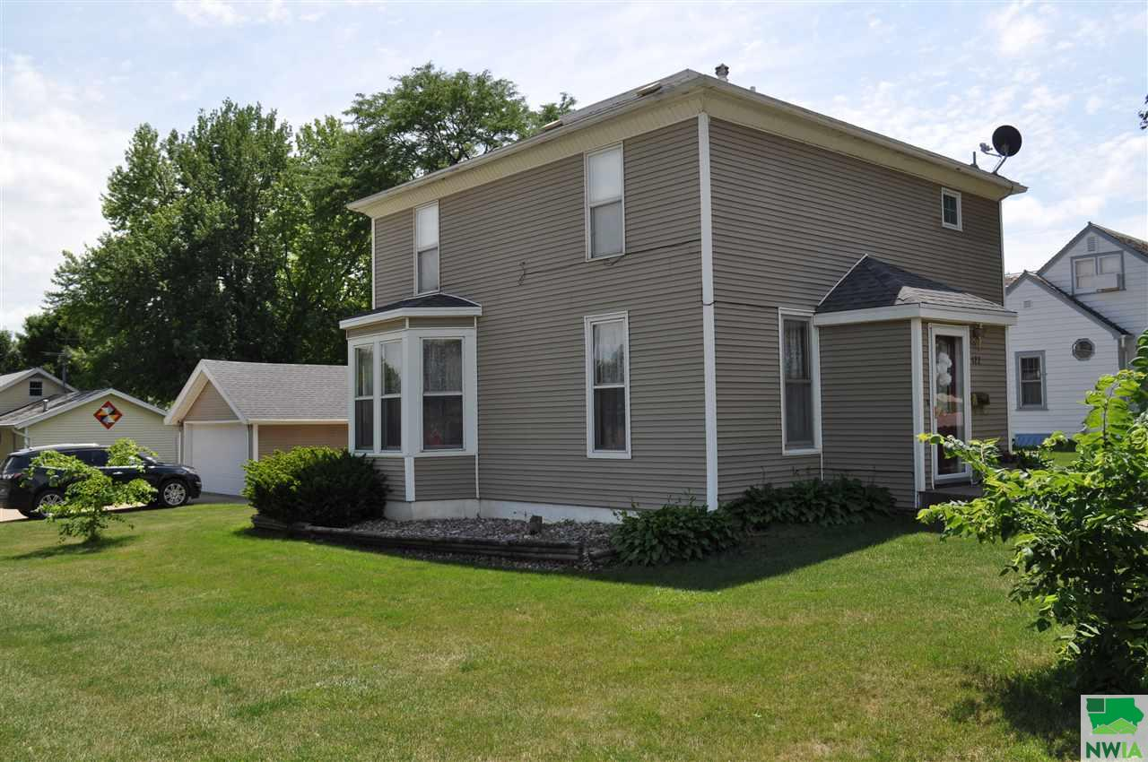 Property for sale at 122 4th Street Se, Orange City,  Iowa 51041
