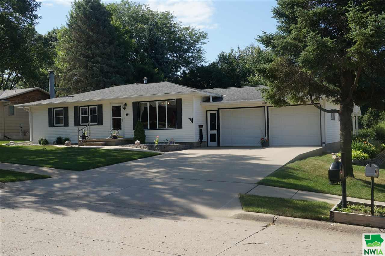 Property for sale at 38 SW Prospect St., Lemars,  Iowa 51031