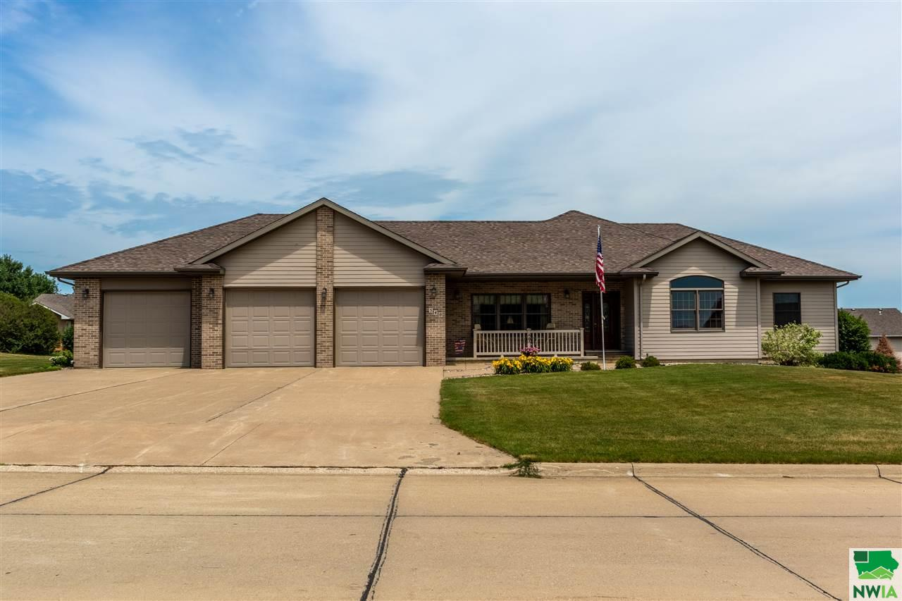 Property for sale at 540 14th Street Se, Sioux Center,  Iowa 51250
