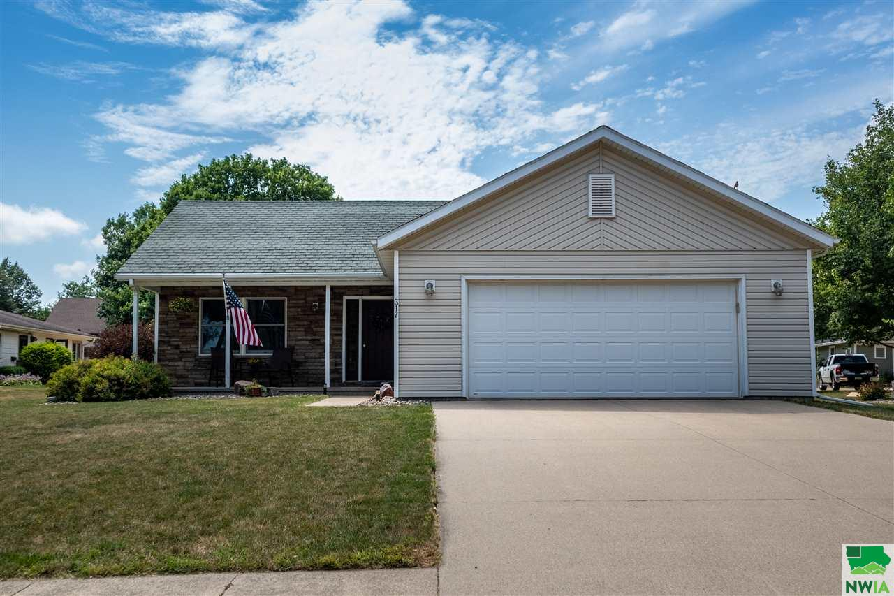 Property for sale at 317 4th Ave Ne, Sioux Center,  Iowa 51250