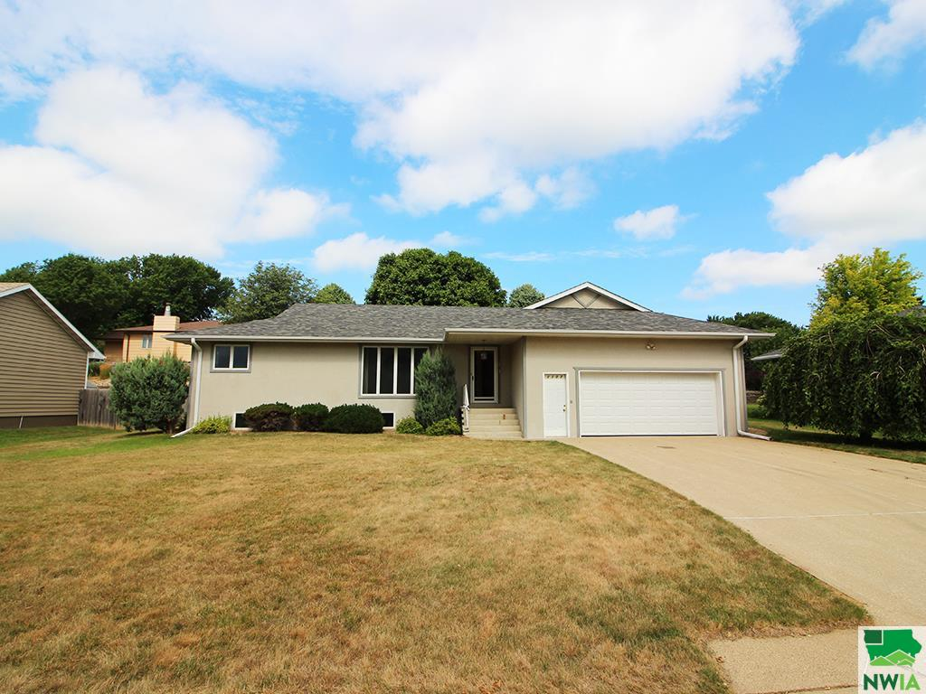 Property for sale at 1107 Valley View Ct, Hinton,  Iowa 51024