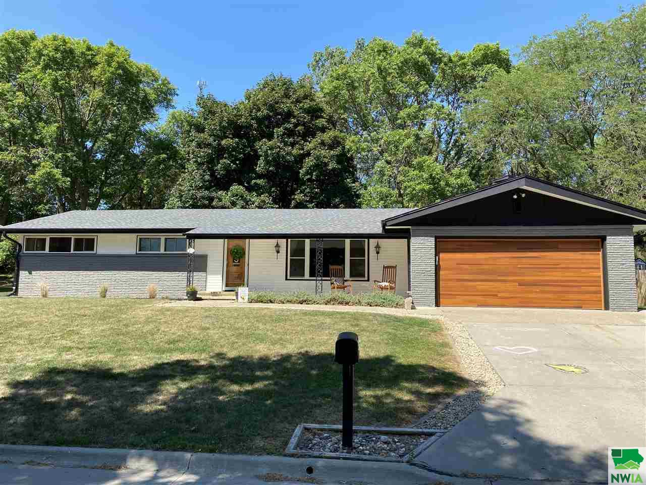 Property for sale at 211 N Hillcrest, Hinton,  Iowa 51024