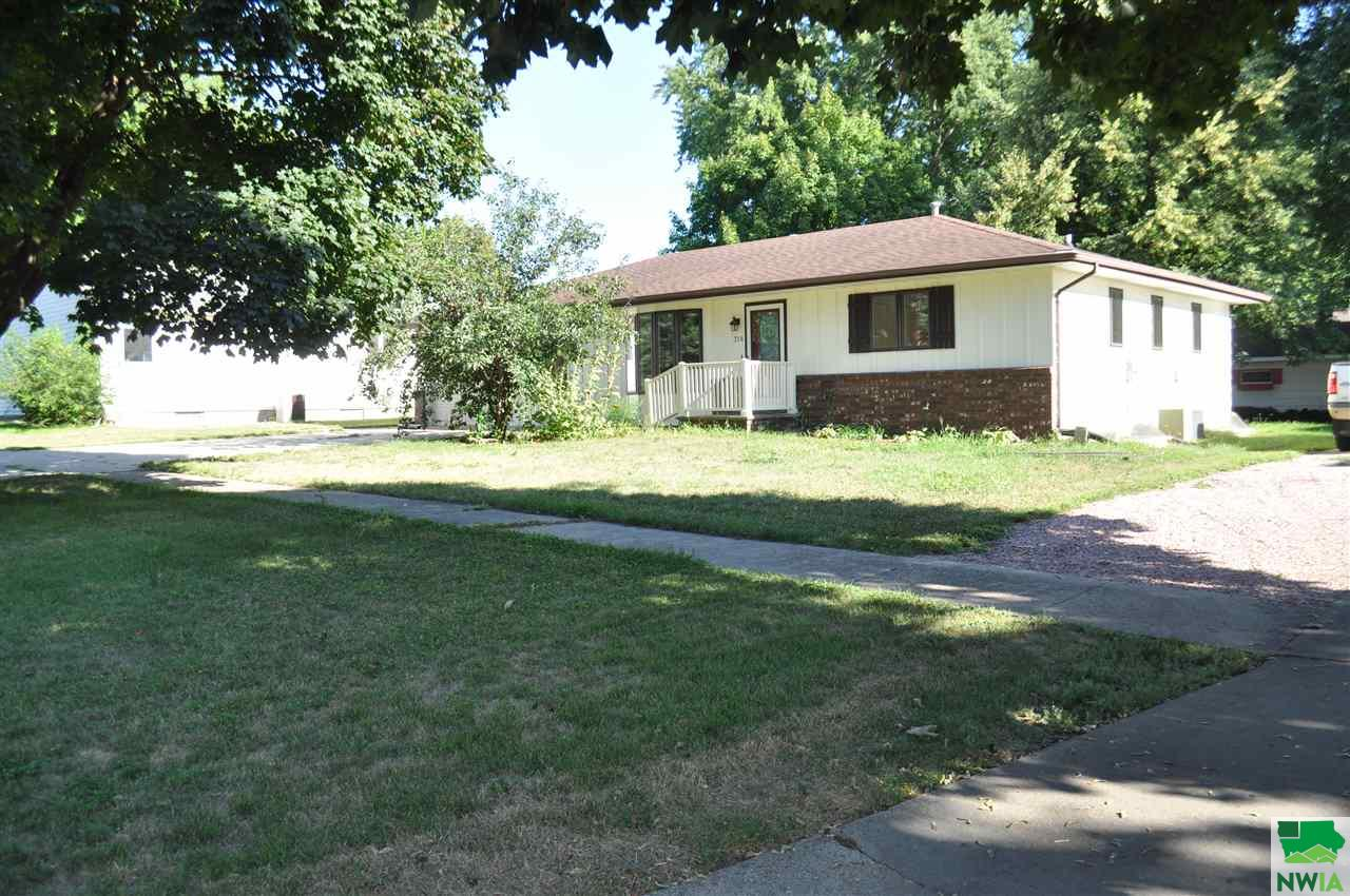 Property for sale at 316 5th Street Nw, Orange City,  Iowa 51041
