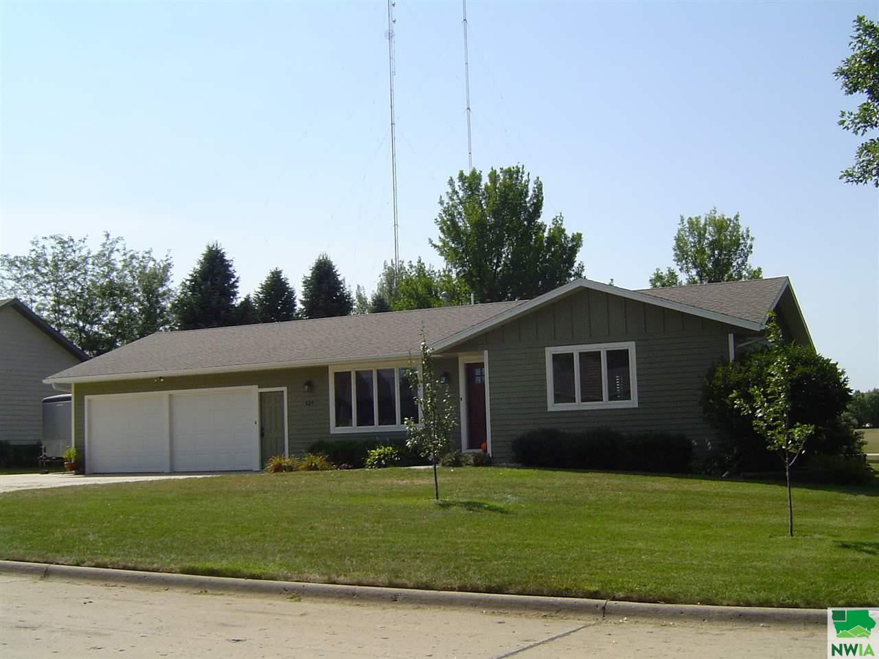 Property for sale at 131 SE 19th St., Sioux Center,  Iowa 51250