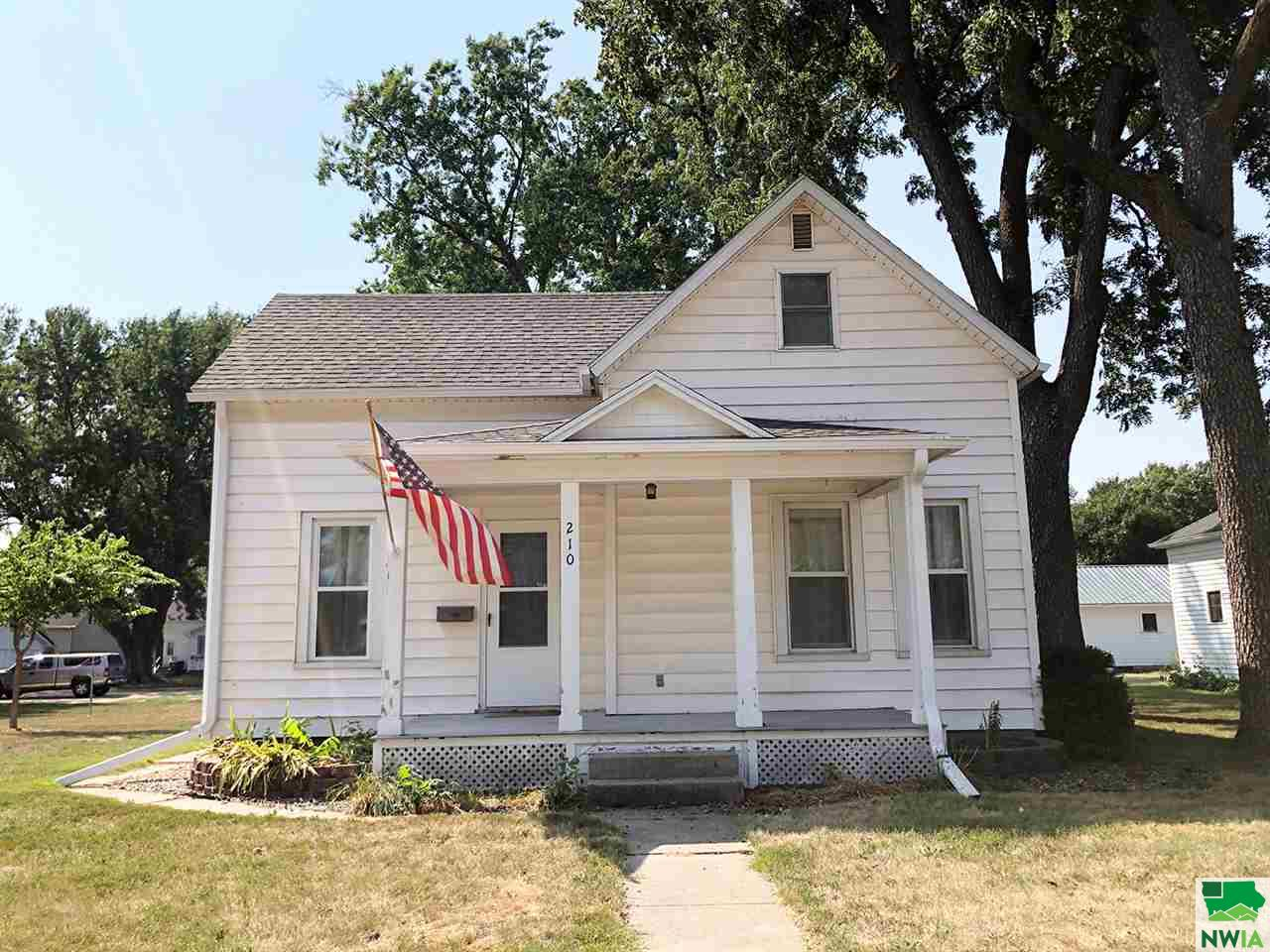 Property for sale at 210 Delaware Ave Sw, Orange City,  Iowa 51041