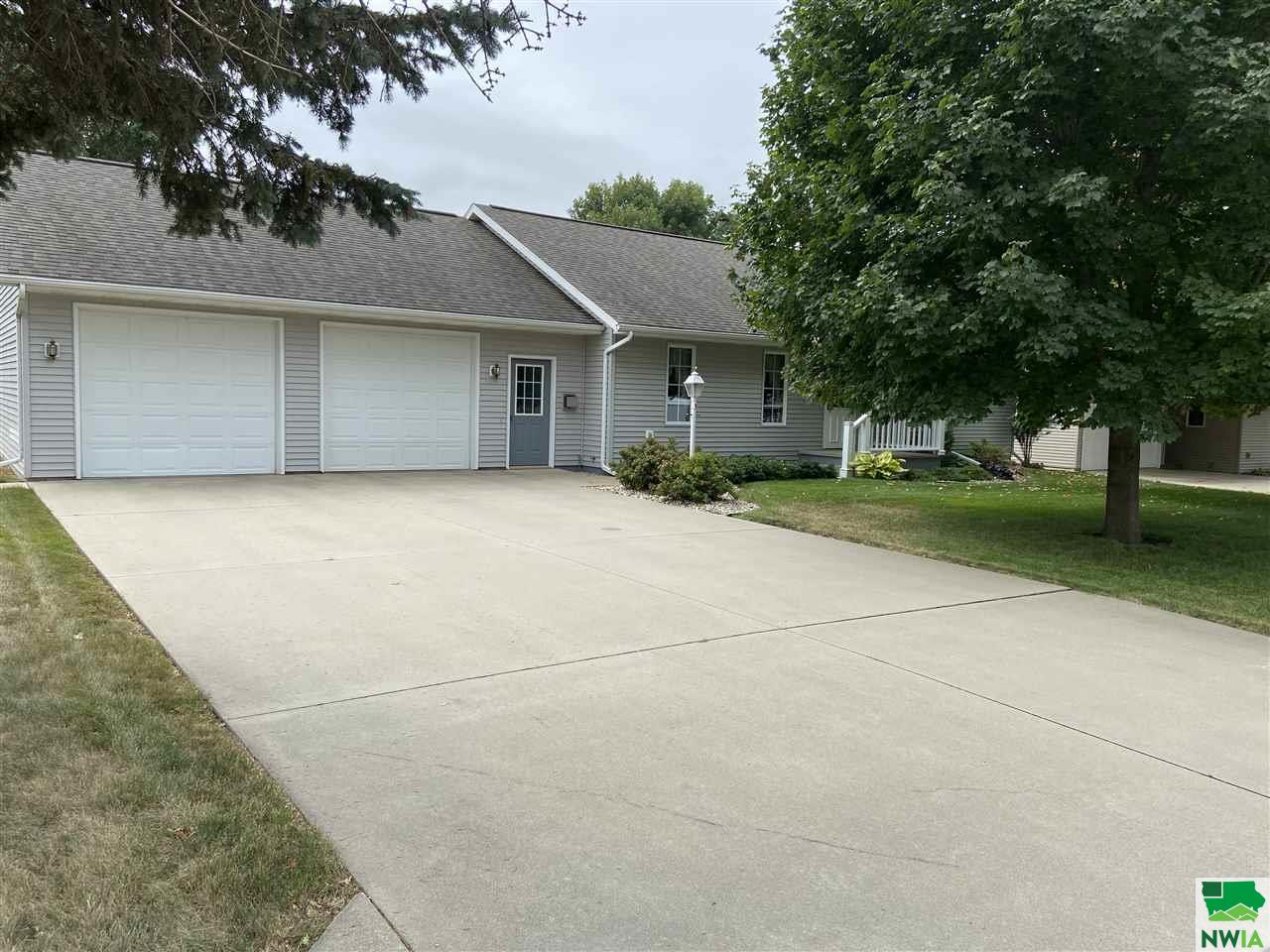 Property for sale at 703 5th St Sw, Orange City,  Iowa 51041