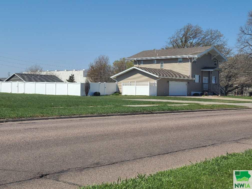 532 12th St. SW, LeMars, Iowa 51031