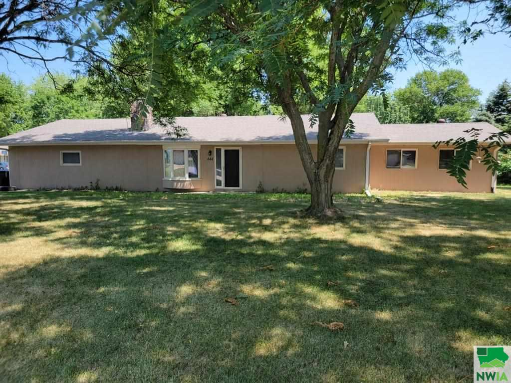 444 6th Ave. NW, Sioux Center, Iowa 51250
