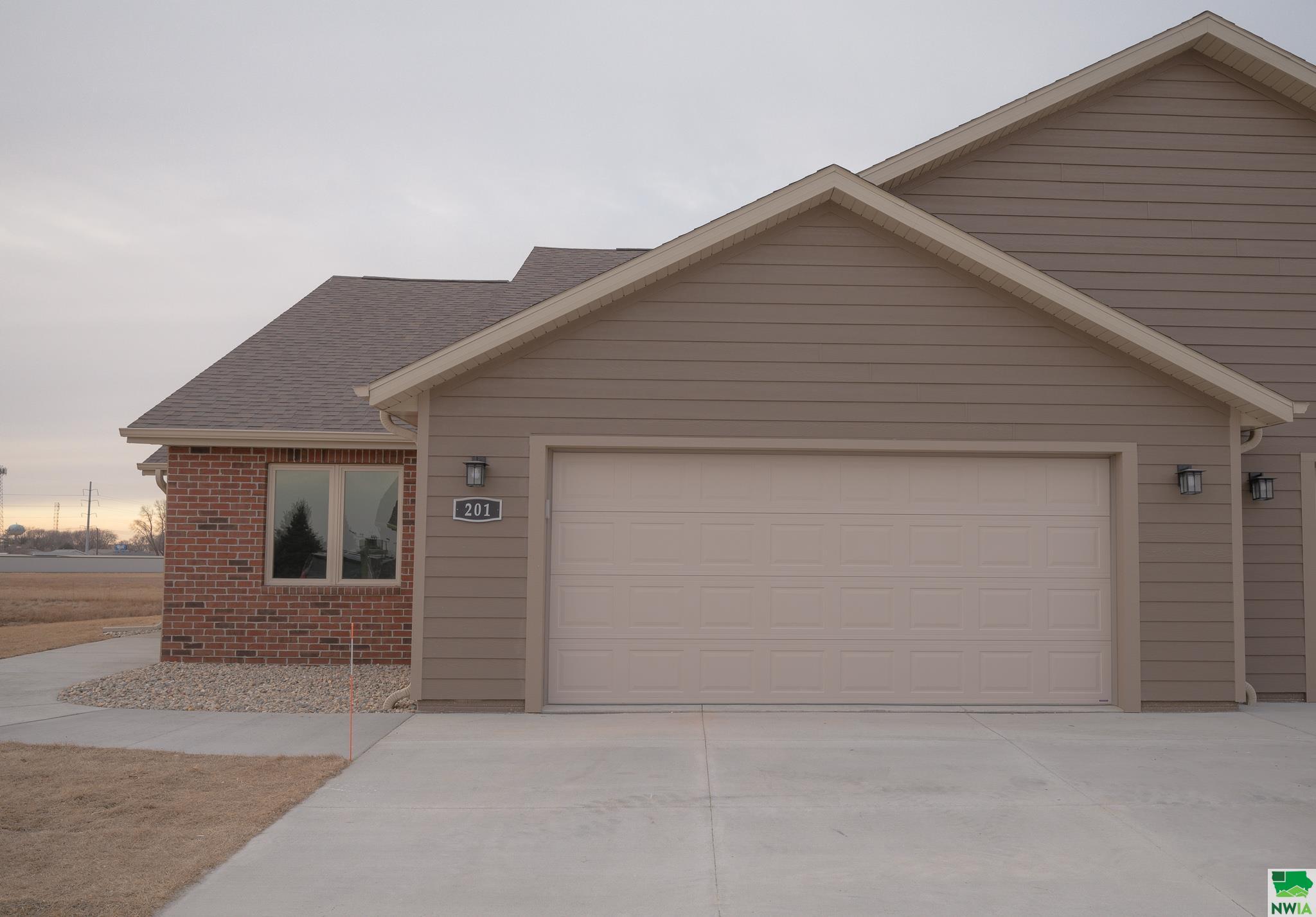 201 Prairie Bluff Drive, Sergeant Bluff, Iowa 51054