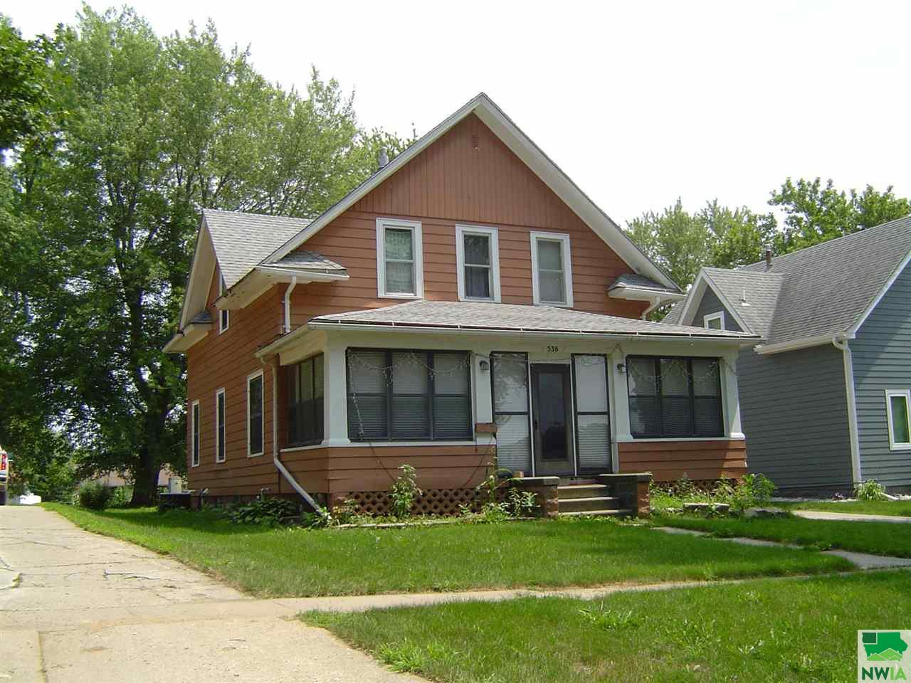 538 1st Ave. SE, Sioux Center, Iowa 51250-