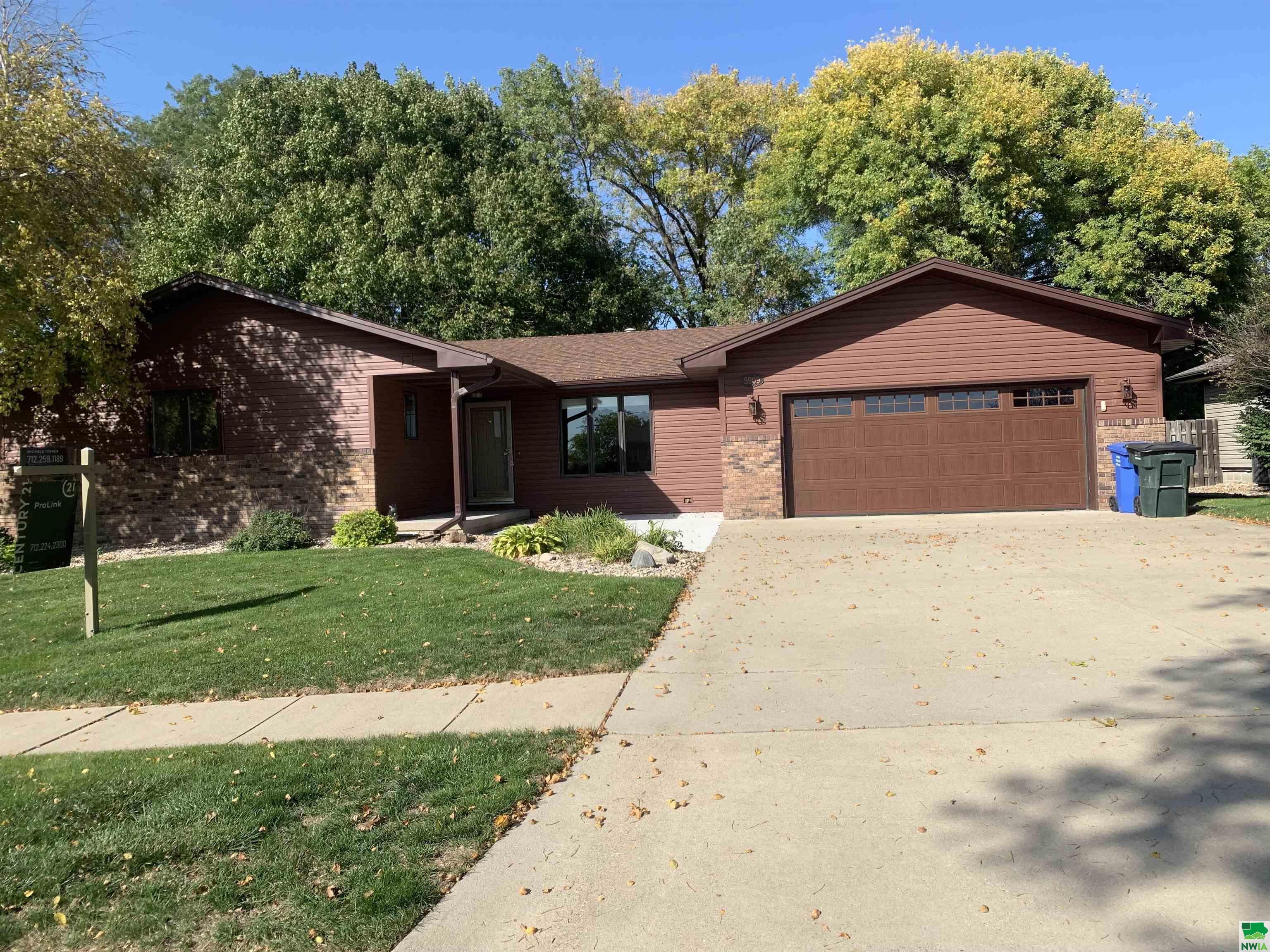 5909 Pine View Dr, Sioux City, Iowa 51106