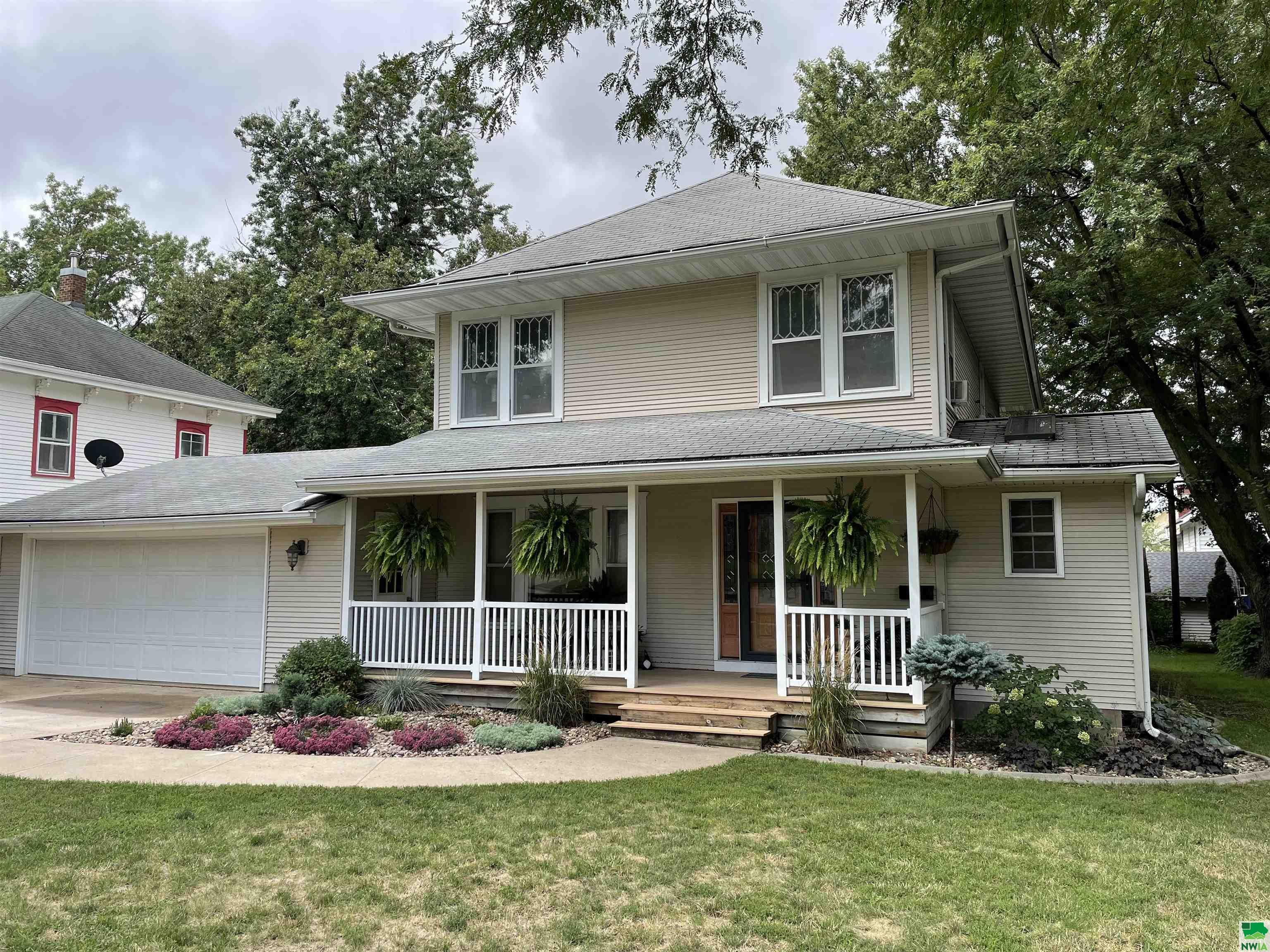 909 CENTRAL AVE SW, LeMars, Iowa 51031