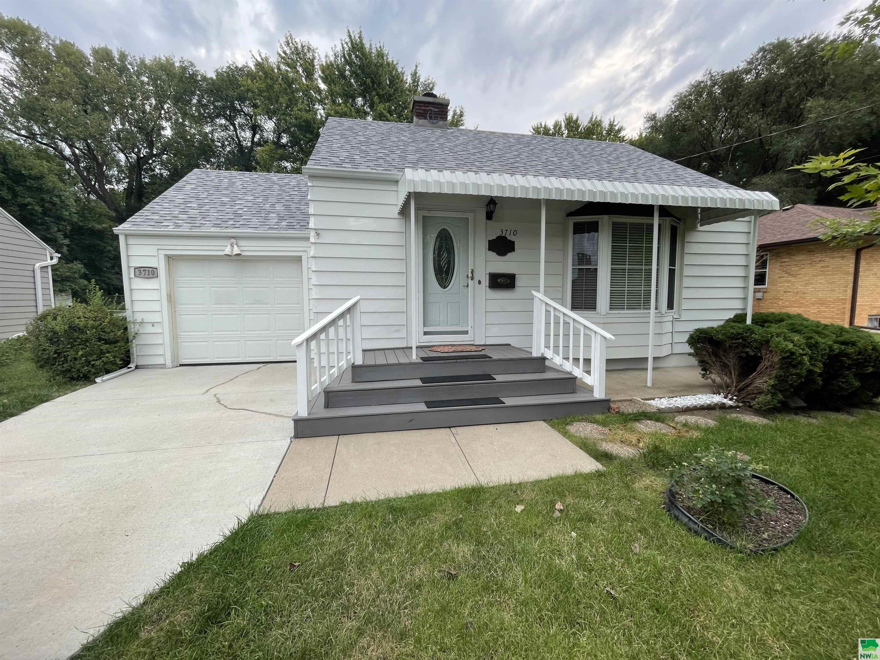 3710 Grandview, Sioux City, Iowa 51101