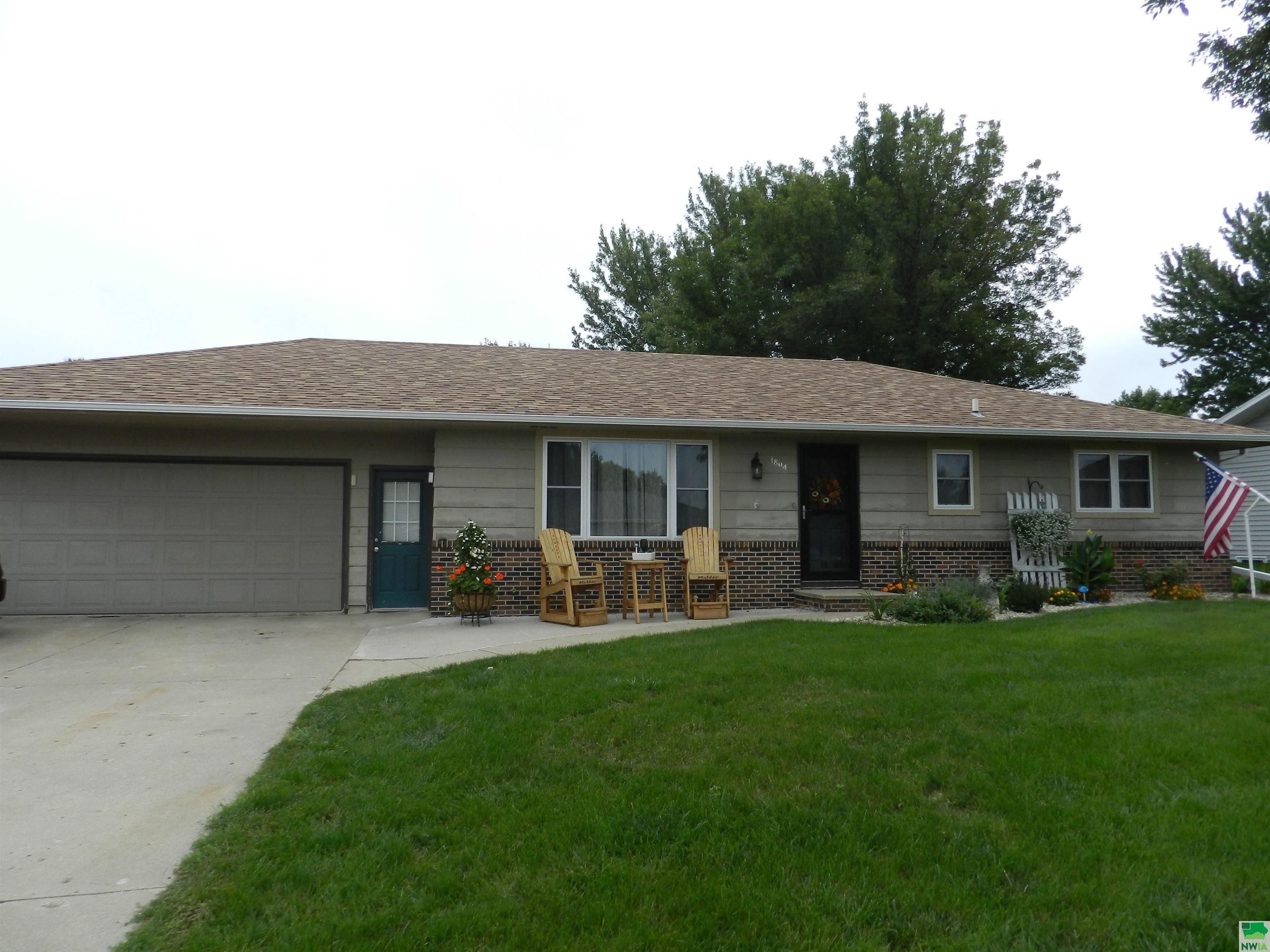 1804 2nd Ave. SE, Sioux Center, Iowa 51250