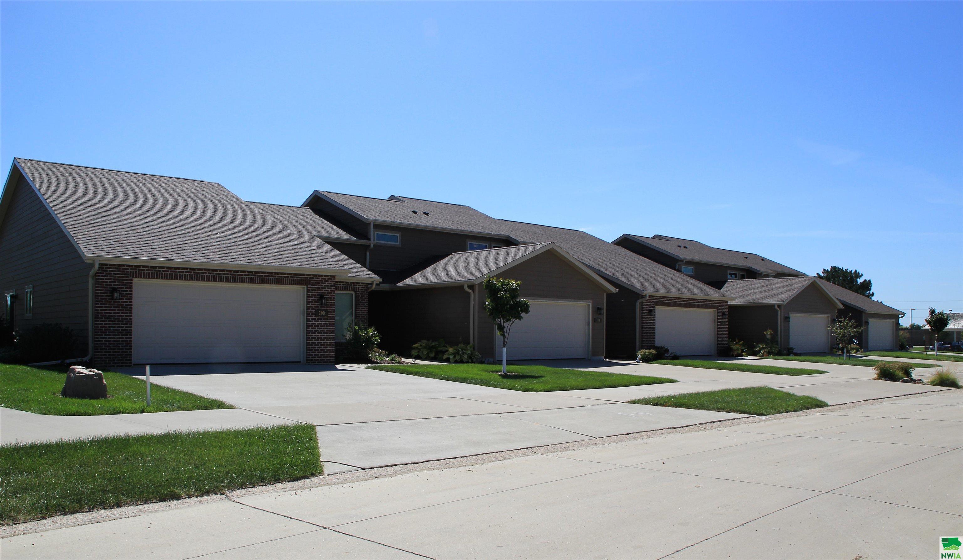 404 Prairie Bluff Drive, Sergeant Bluff, Iowa 51054