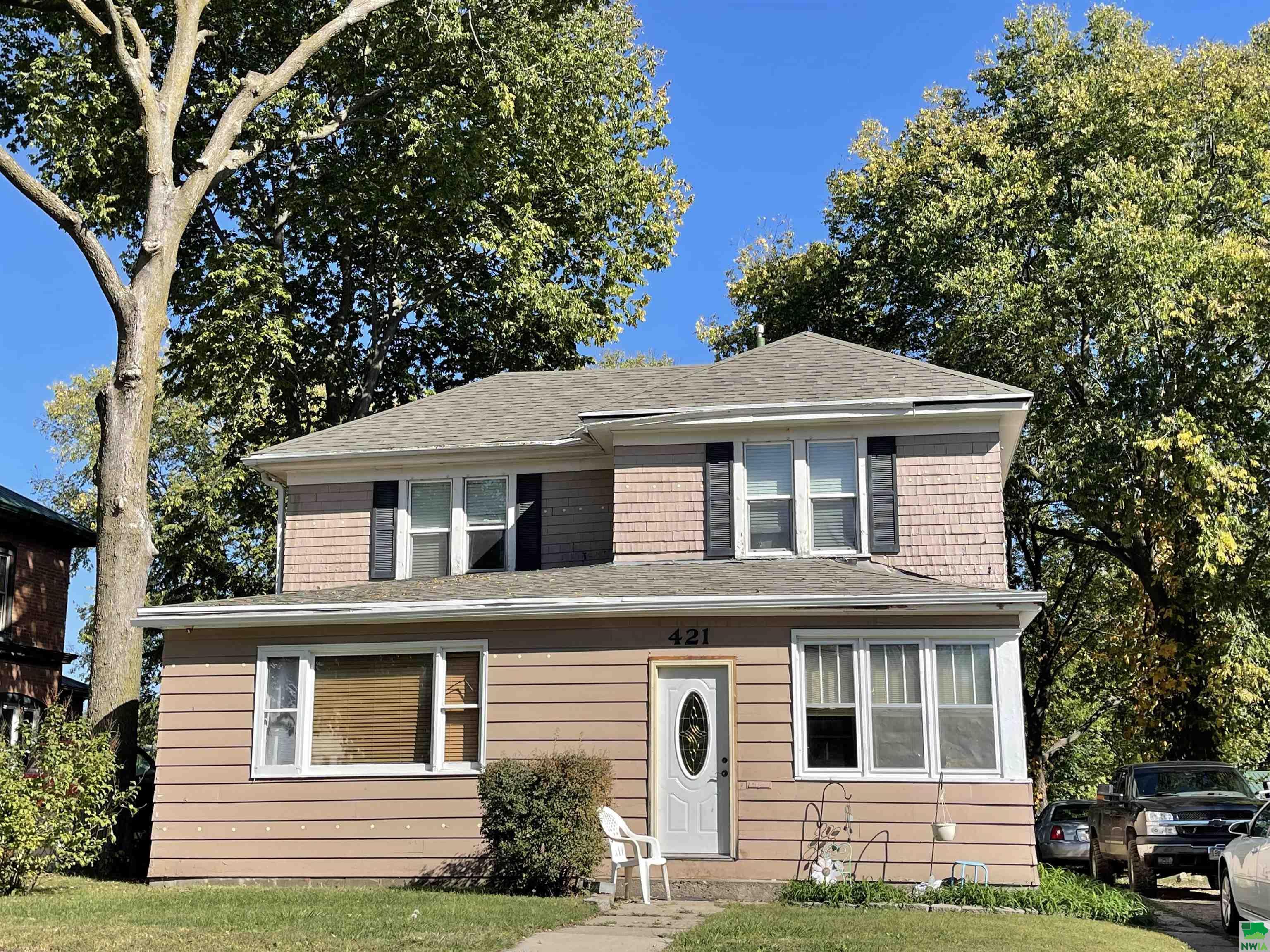 421 Cottage Ave, Vermillion, SD 57069